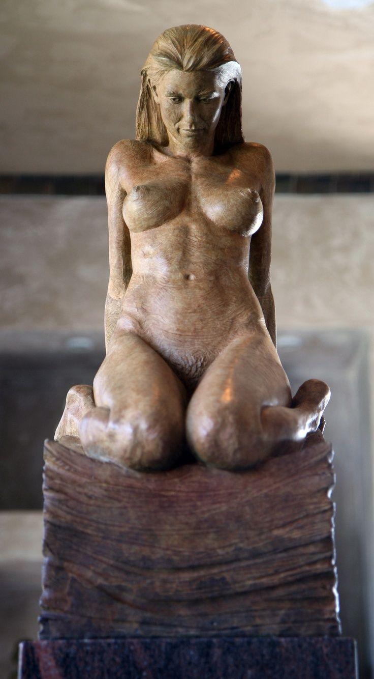 Sarah, halfwaardetijd blok figuur.  Figuratief bronzen sculptuur van beeldhouwer Steven Whyte,