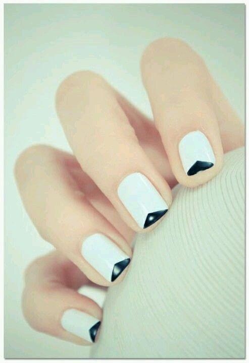 Black and white triangle nail art — so crisp, so clean.