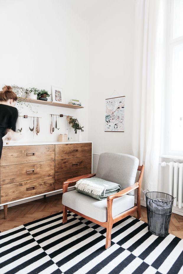 Jewellery holder in the corner of the bedroom in a fab mid-century inspired home in Berlin. Herz & Blut. My Scandinavian Home.