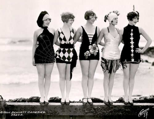 """Mack Sennett bathing beauties as """"sirens of the sea."""" c. 1920's    Left to right, featured are Connie Dawn, Betty Byrd, Thelma Parr, Nancy Hellman, Marion MacDonald"""