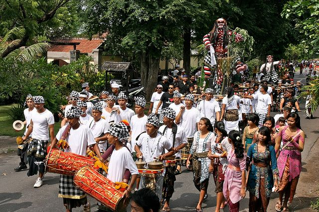Ogoh Ogoh, procession. Pemuteran
