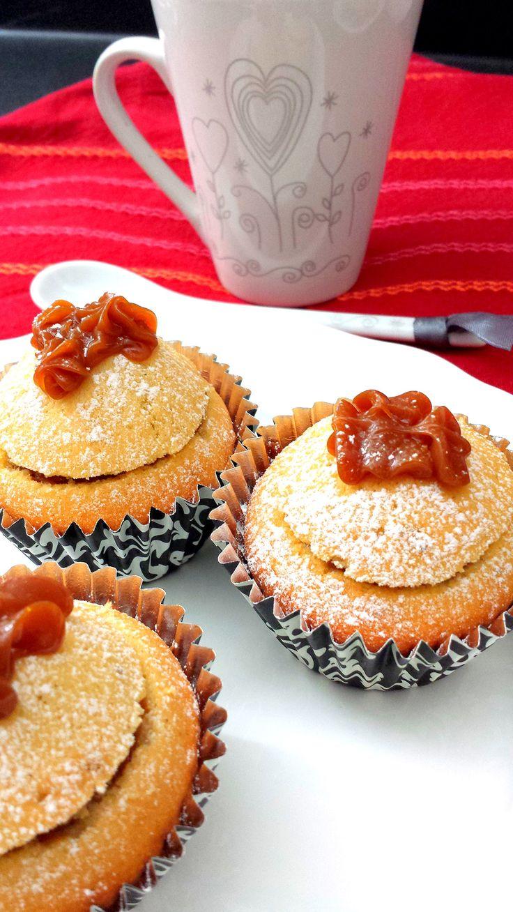 Petites Princesses Argentines. Ces gâteaux s'appellent Princesses car le chapeau de pâte placé sur la confiture rappelle la couronne d'une petite princesse. L'origine de la recette est incertaine, mais elle appartient à la cuisine traditionnelle des mamies argentines.