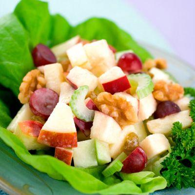 Laitue frisée et germes de luzerne aux pommes et raisins