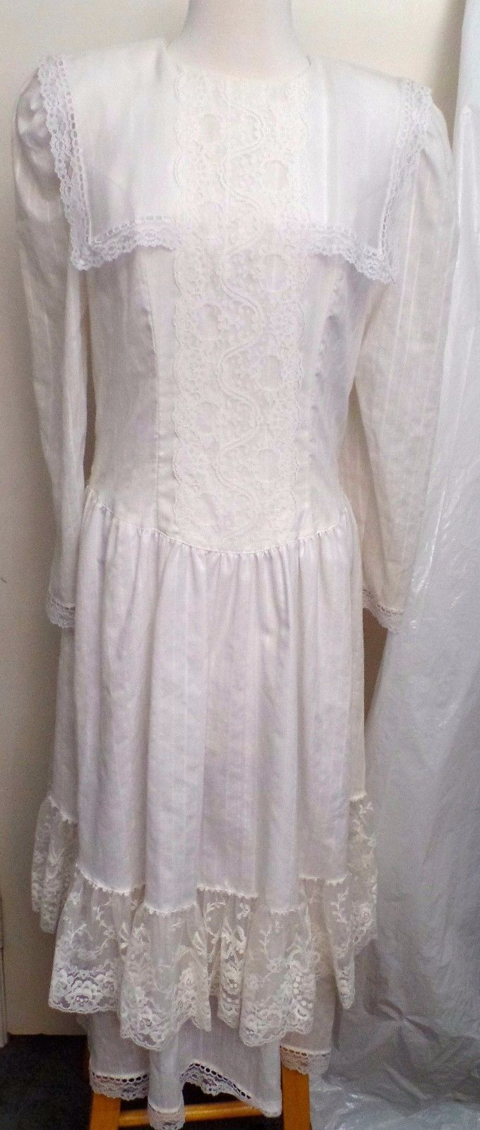 Vintage Gunne Sax Wedding Dress by Jessica McClintockSize