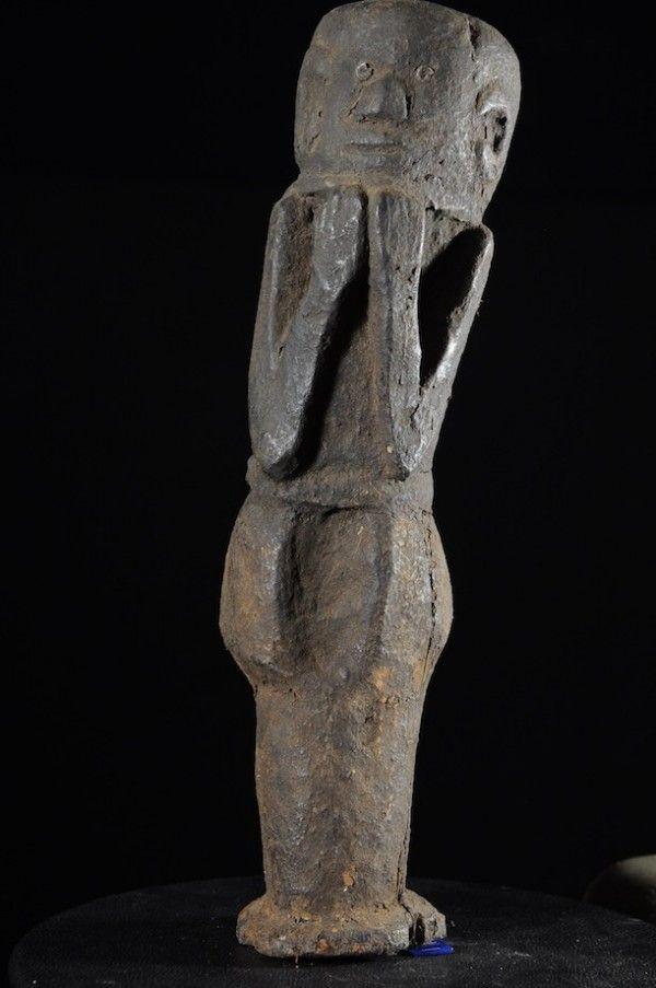 Les Luguru, également appelés Ruguru, ou Waluguru, sont un peuple de langue bantou des collines du mont Uluguru, et des plaines côtières du Centre-Est de la Tanzanie. Malgré l'importante pression imposée par la croissance démographique de leur ethnie, les Luguru sont réticents à quitter leur montagne natale qu'ils occuppent depuis au moins 300 ans. A la fin du 20e siècle, les Luguru comptait environ 1,2 million de personnes.