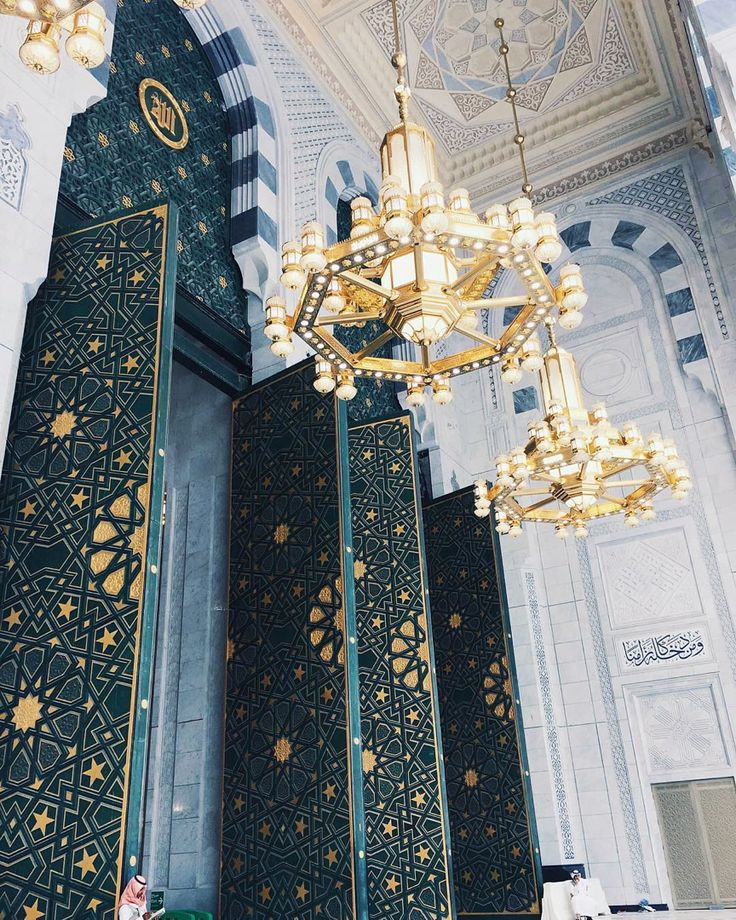 Huge doorway entrances to Masjid al-Haram, Makkah ♥️ ____________ ____________ ____________ #hypemuslim #muslim #hijabmuslim #islam #hijabfashion #love #instagood #photooftheday #beautiful #fashion #tbt #happy #fajr #fajrarmy #design #followme #like4like #follow #picoftheday #art #instadaily #makkah #masjidalharam #modestfashion #islamicarchitecture #architecure #mosque #interior #interiordesign #modestfashionblogger