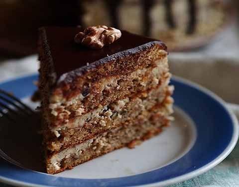 """Торт """"Кутузов"""" - наш, так сказать, ореховый ответ """"наполеону"""". Готовится не сложно, и запросто станет украшением вашего праздничного стола. На торт диаметром 22 см Для теста:  4 яйца 1 стакан сахара …"""