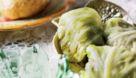 Tony's ouma onder die komberse (cabbage-wrapped meatballs)