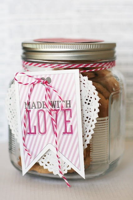 sweet treat printable by eighteen25, via the Kitchen, cheap gifts.