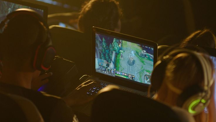 Amateur city vs. city League of Legends tournament launches in US movie theaters - The Rift Herald http://www.riftherald.com/culture/2016/11/3/13499328/slg-lol-amateur-tournament-la-miami-chicago-dallas #games #LeagueOfLegends #esports #lol #riot #Worlds #gaming