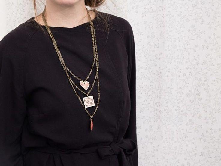 DIY tutorial: Make an Embroidered Wooden Necklace  via en.DaWanda.com