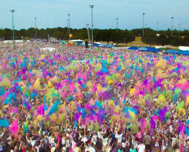 1. August: Holi Festival of Colours