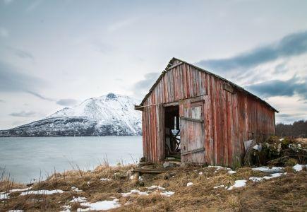Casa abandonada, mar, almacen abandonado