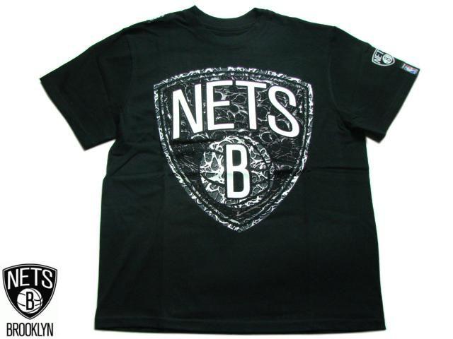 """【BROOKLYN NETS】 Tシャツ """"LIGHTNING"""" TEE ブラック S-2XL【半そで】【T-シャツ】【BLACK】【ブルックリン・ネッツ】【NBA】【バスケ】【NBA】【ヒップホップ】【スポーツ】【黒】【メンズ】【ビッグサイズ】【あす楽】【楽天市場】"""