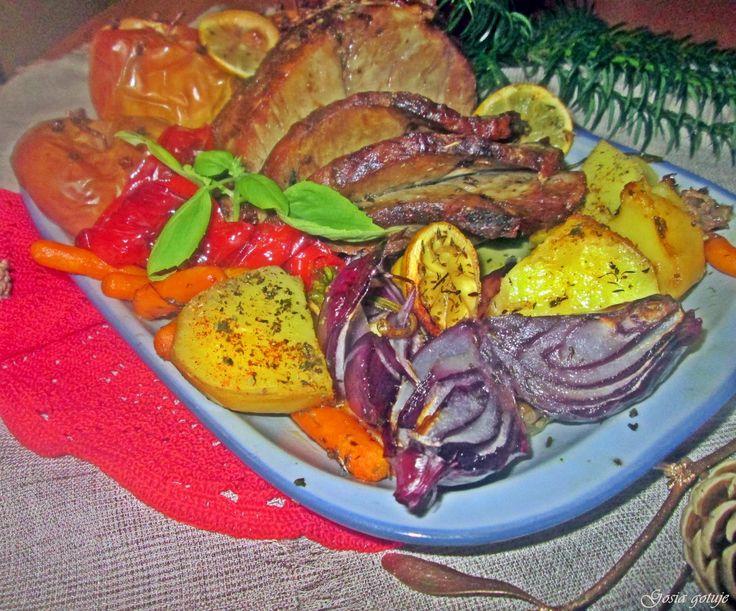 Gosia gotuje: Karczek pieczony z warzywami i jabłkami