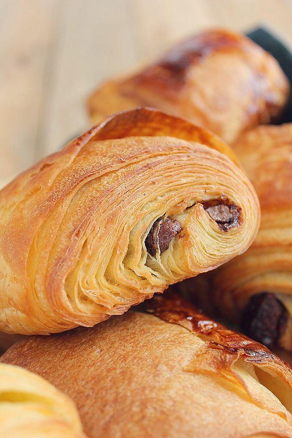 Les petits pains de Manue me faisaient vraiment trop envie ! De beaux petits pains comme chez le boulanger ! Alors un jour où j'avais un peu de temps, je me suis mise à la préparation de ces derniers. La recette peut sembler un peu compliquée, mais il...