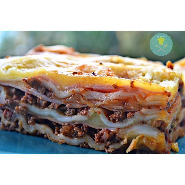 Lasanha à bolonhesa! Quem ama?!  Receita https://tudoquevale.wordpress.com/2015/12/16/lasanha-a-bolonhesa-simples/ #receita #lasanha #lasanhaabolonhesa #gordice #foodlover #instablogger #instafood #minhagastronomia #culinary #culinary #massas #tudoquevaleblog #comidaboa