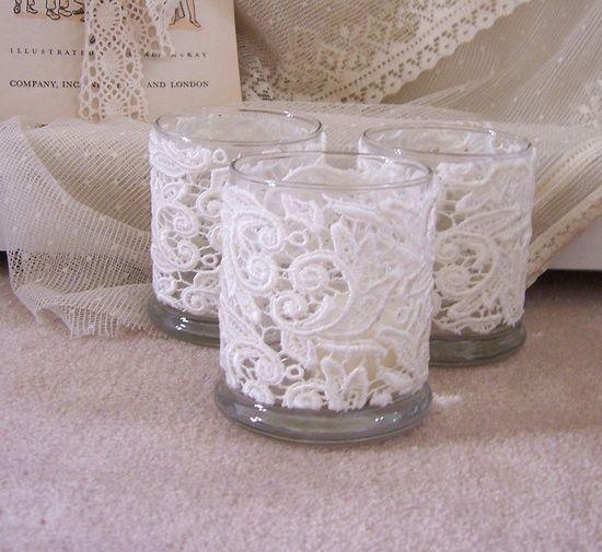 Padaryk lentelių ... Ivory nėrinių vestuvių žvakių didelius laikikliai puošmena, stalai, senovinių nėrinių trys savininkai. per Etsy.