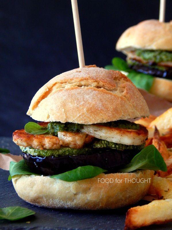 Food for thought: Σάντουιτς με χαλούμι, ψητά λαχανικά και σάλτσα πέστο
