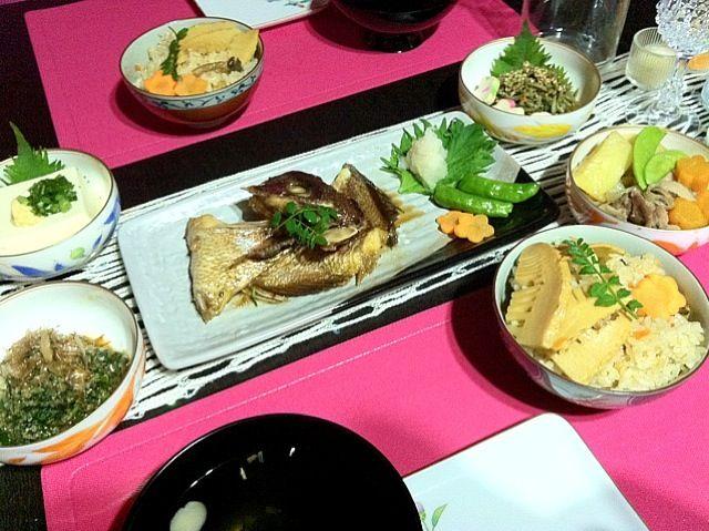 珍しく旦那に食べられる前に食卓撮影できました* - 8件のもぐもぐ - *鯛の煮付け・たけのこご飯・肉じゃが・箸休めたち* by bearozz8