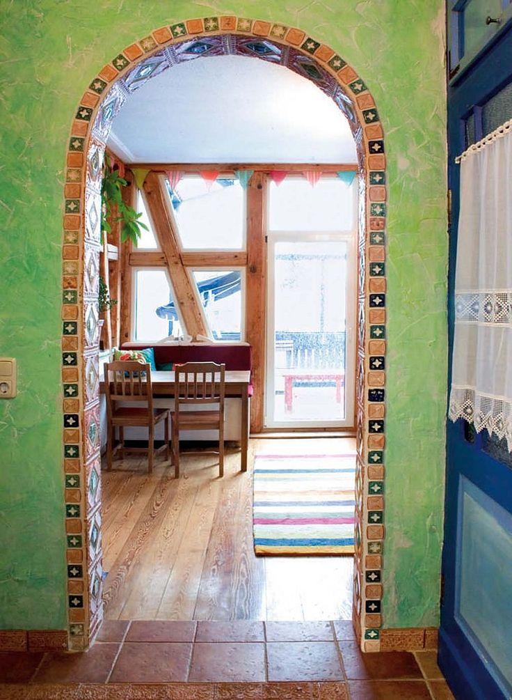 adelaparvu.com despre casa colorata, gard cu forma de creioane, interioare colorate, idei creative acasa, designer Bine Braendle (15)