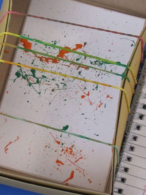 Irresistible Ideas for play based learning » Blog Archive » mini snap painting - paint the rubber bands and then pull then back and enjoy the splatter!  Could you use the cards to make cards for Mother or Father's Day?