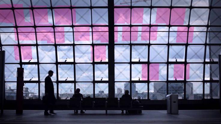 vCloud: Speicherbedarf einfach anpassen. Die Herausforderungen an die IT wachsen täglich - Big Data und intelligentere Systeme erfordern etwa immer mehr Serverkapazitäten. Um ihre knappen Ressourcen zu erweitern, haben mittlerweile nahezu alle großen Unternehmen ihre Rechenleistung virtualisiert. T-Systems kombiniert die Sicherheit eines eigenen Rechenzentrums mit der Flexibilität einer Cloud-basierten Lösung. Web: http://www.t-systems.de