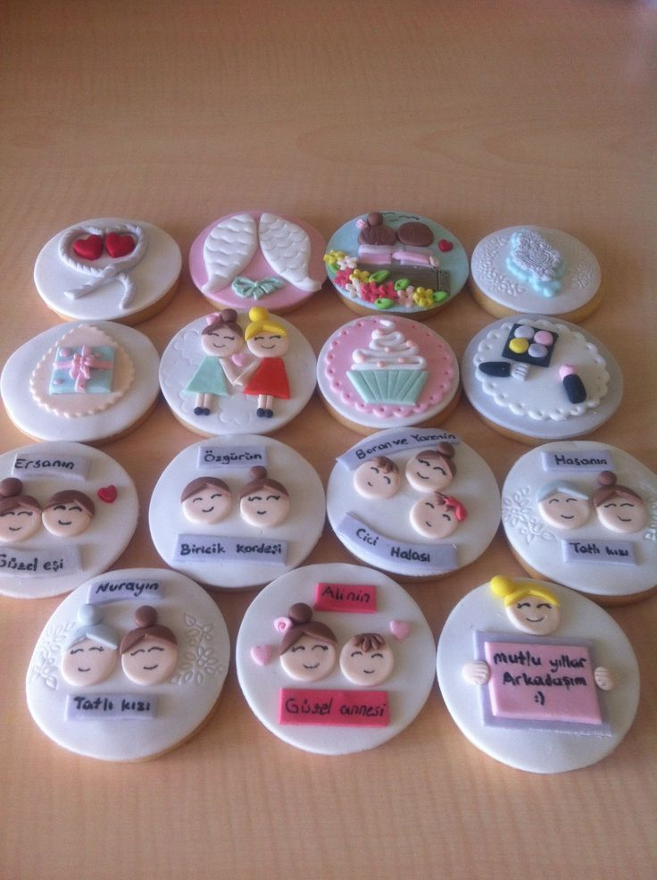 Doğum günü konseptli kurabiyeler