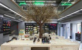 When in Athens, don't miss out the APIVITA Experience Store. Natural cosmetics by the ever so amazing Apivita, a greek cosmetics company with its own R&D, identity and vision.