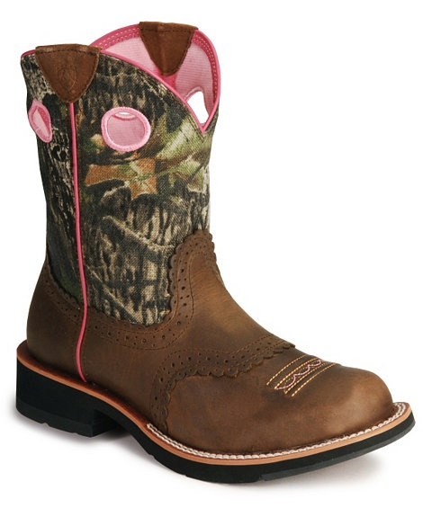I love Ariat Fatbaby boots! These are so comfy! Pair them with jeans, a hoodie and you got yourself a cute comfy outfit! (At least I think so! LOL!)