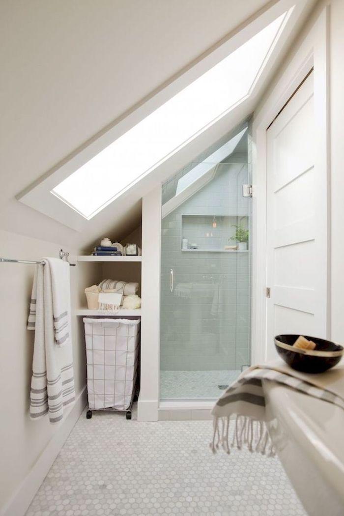 Salle De Bain 4m2 En Blanc Avec Carrelage Blanc Au Sol Douche