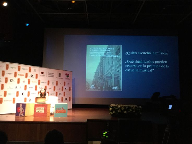 Conferencia 'Música popular en #Medellín 1930-1950', de Carolina Santamaría-Delgado en @fiestadellibro. Esta investigación dio origen a nuestro libro 'Vitrolas, Rocolas y Radioteatros'.