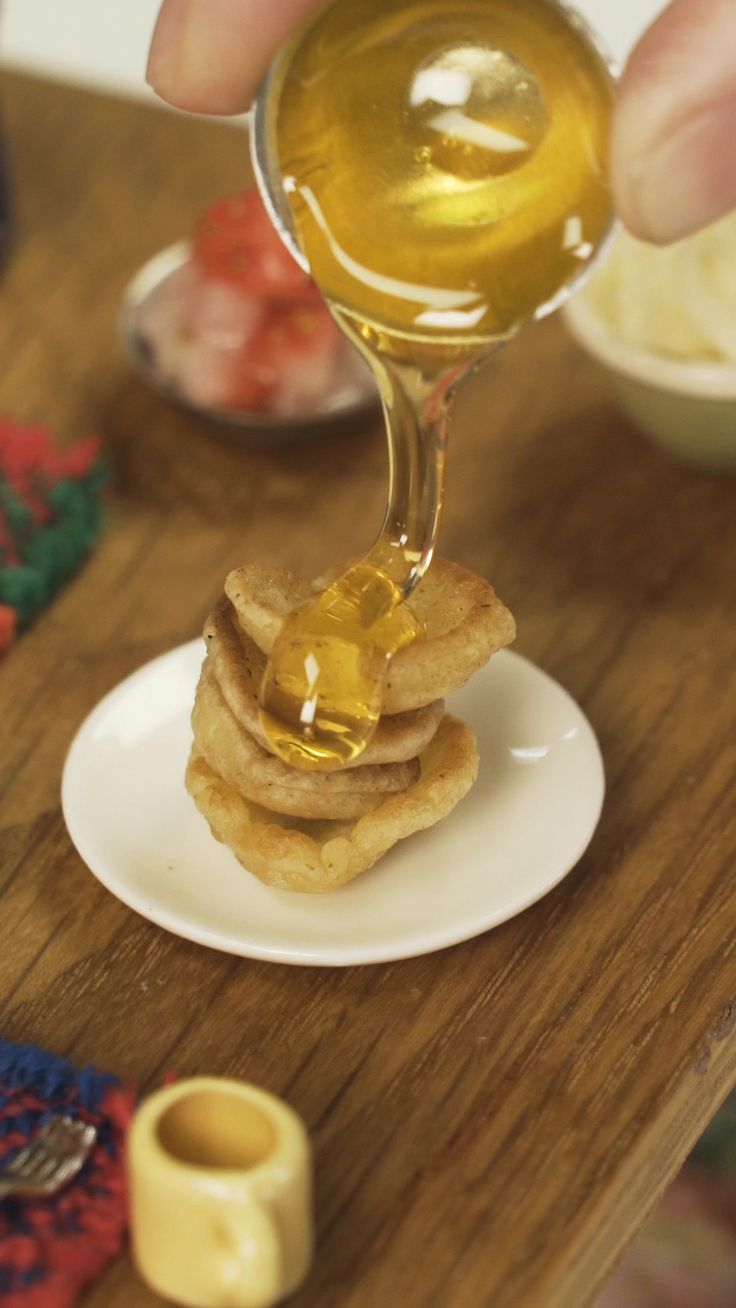 Unos Mini Panqueques con Miel para empezar el día con todas las energías Master Chef, Tiny Food, Miniature Crafts, Crock, Food And Drink, Healthy Eating, Dinner, Cooking, Breakfast
