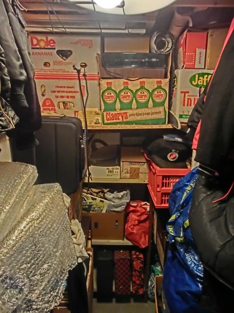 vinyl + speler in kelderbox