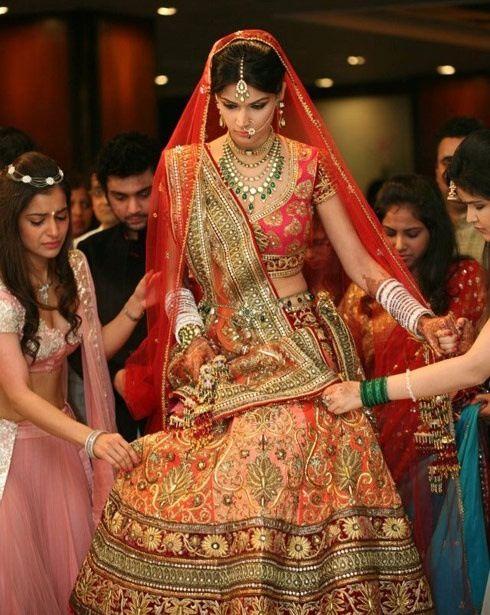 The real bride #Lehanga #Weddingplz #Wedding #Bride #Groom #love # Fashion #IndianWedding  #Beautiful #Style