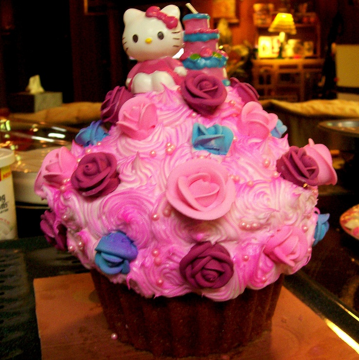 Giant Cupcake for my little one's Hello Kitty birthday party.