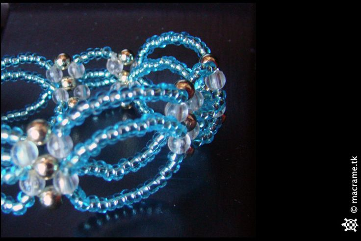 Blue beaded circle bracelet  Bracciale con cerchi di perline blu