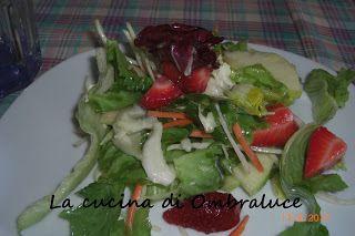 La cucina di Ombraluce: Insalata con mele e fragole al gorgonzola