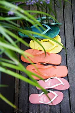 shades of summer ~ I have been wearing these since I was a teen. Just love them! If there were such a thing as a state shoes, these would be Hawaii's