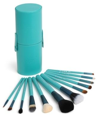 Why shouldn't your makeup brushes come in an adorable teal carrying case?