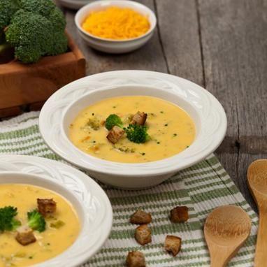 Όλοι ξέρουμε πόσο υγιεινό είναι το μπρόκολο. Σε πολλούς όμως δεν αρέσει η γεύση του. Αυτή η τυρένια σούπα όμως θα σε κάνει να το λατρέψεις και είναι και πανεύκολη!