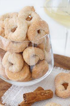 Biscotti al vino bianco e cannella ciambelline taralli dolci ricetta - white wine and cinnamon cookies recipe