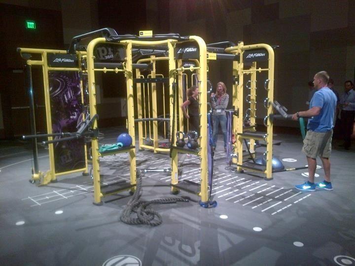 Life Fitness Synrgy 360 En Amarillo De Planet Fitness Planet Fitness Workout Workout Full Body No Equipment Workout