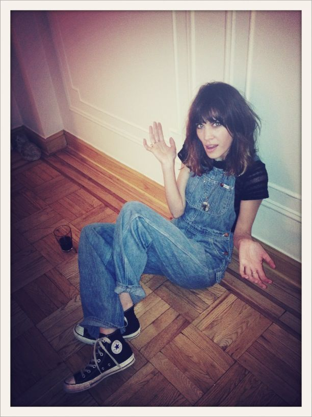 Alexa Chung in dungarees and converse.