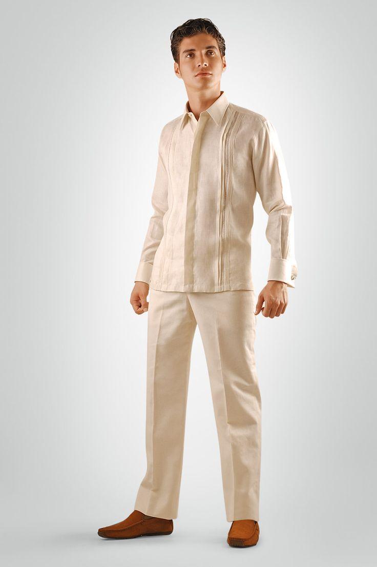 Una de las más formales opciones de guayabera, ideal para novios o invitados a bodas en guayabera formal que deseen lucir como los más elegantes de la reunión.  Esta pieza incluye alforzado en ambos delanteros y un fino trabajo de randado manual...