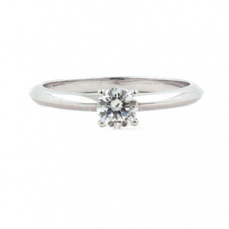 Imagínalo en tu dedo anular! Ideal como anillo de compromiso! Este anillo está hecho en oro blanco de 18 kilates con un diamante de 0,20kts. alicante joyeria marga mira | anillos de compromiso diamante | anillos de compromiso precio | anillos de compromiso alicante | anillos de compromiso oro blanco | joyeriamargamira.com/content/10-anillos-compromiso-alicante | #joyerias #alicante #anillos #wedding #ring #gold #oro #alacant #costablanca #jewellery #diamonds #style #luxury # bodas