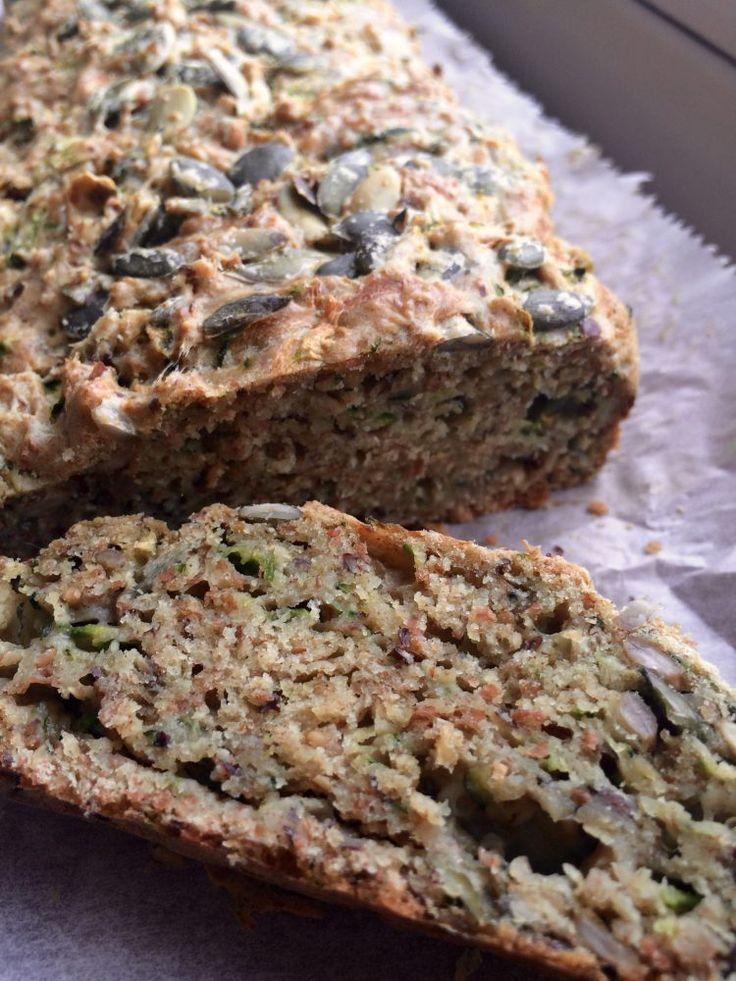 Courgettebrood, je hebt er een nieuwe fan bij! Vandaag deel ik een recept voor hartig vegan courgettebrood die gegarandeerd voor meer courgettebrood-fans gaat zorgen.