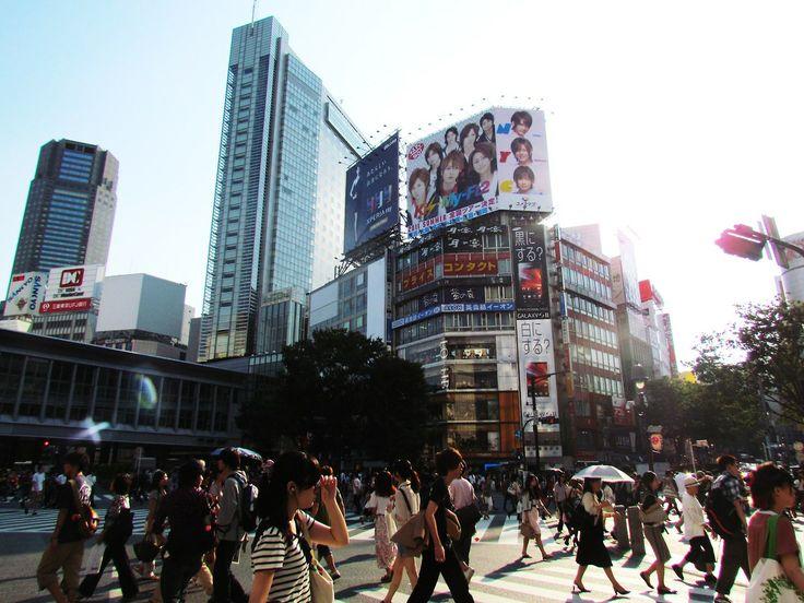 http://dunnowhatiwannado.tumblr.com/  Shibuya Crossing, Tokyo 2011