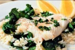 Pachnąca ryba z ryżem i szpinakiem