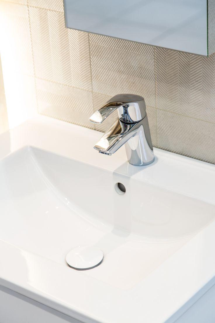 #Viverto #inspiracjeViverto #łazienka #bathroom #tiles #płytki #kolory #inspiracja #inspiracje #pomysł #idea #perfect #beautiful #nice #cool #wnętrze #design #wnętrza #wystrójwnętrz #łazienki #pięknie #ściana #wall #light  #mozaika #niebanalnie#lustro #mirror #szafka #umywalka #bateria #armatura